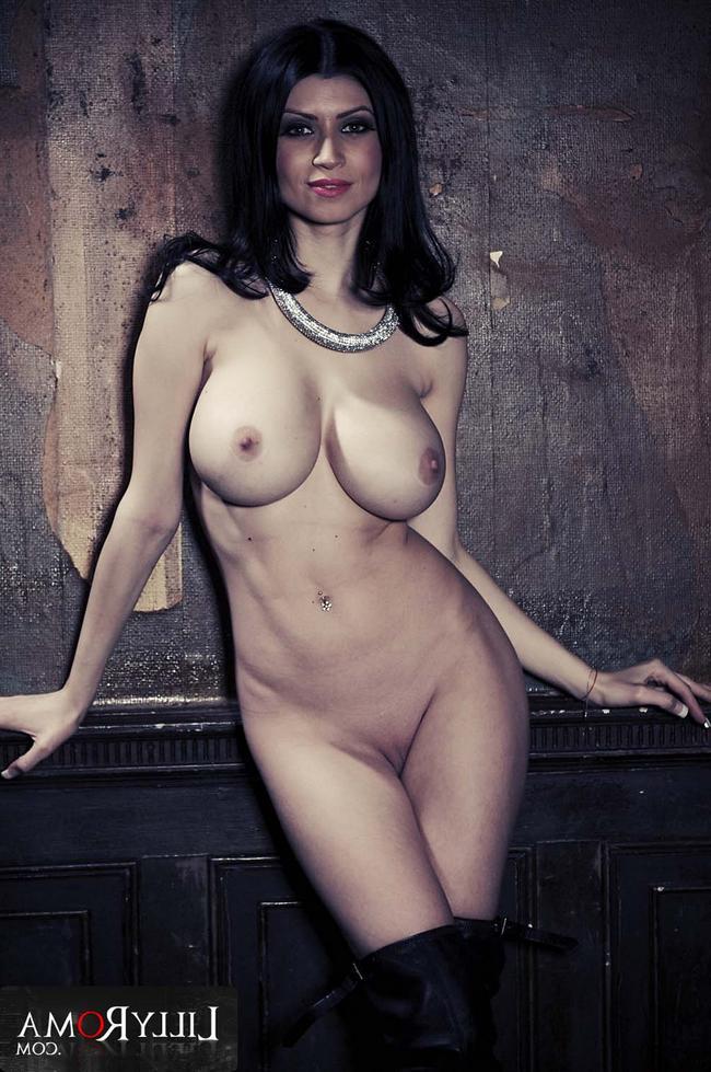 Голая итальянка Lilly Roma фото
