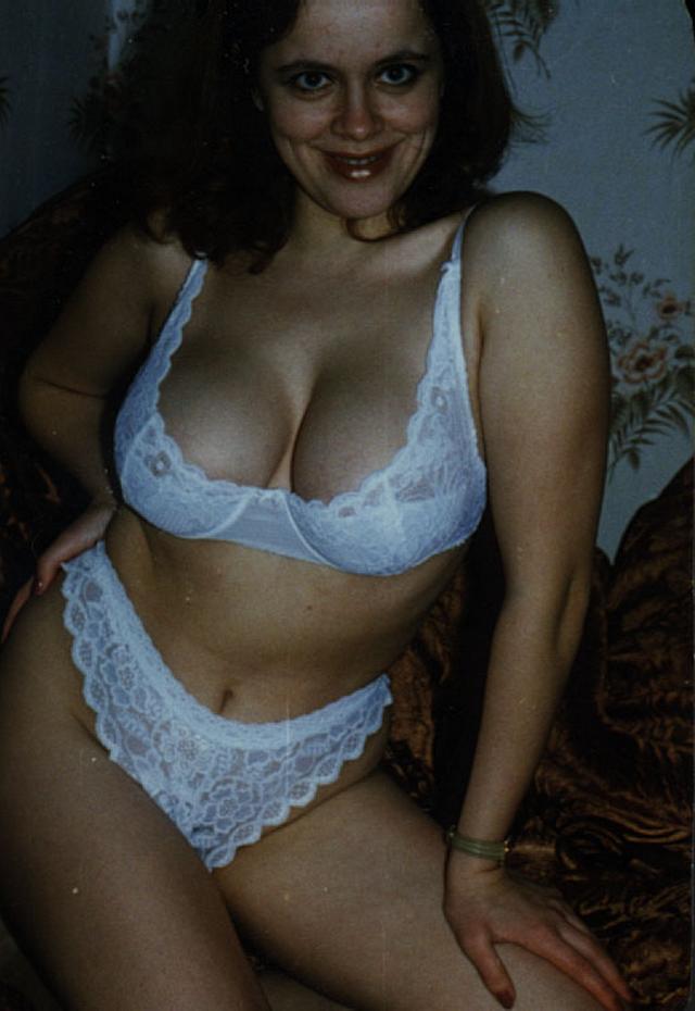 Обнаженные потаскухи в домашней обстановке - порно фото