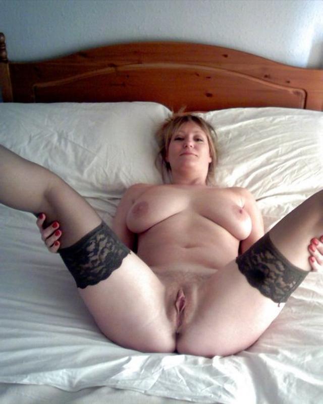 Симпатичные тетки развели ноги