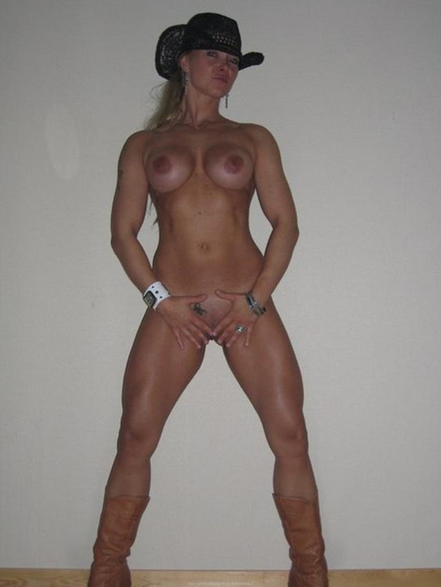 фаллос домашние фото голых накаченных девушек растерялась