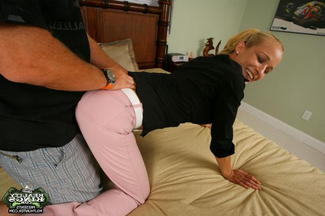 Анетти занялась сексом с заядлым холостяком