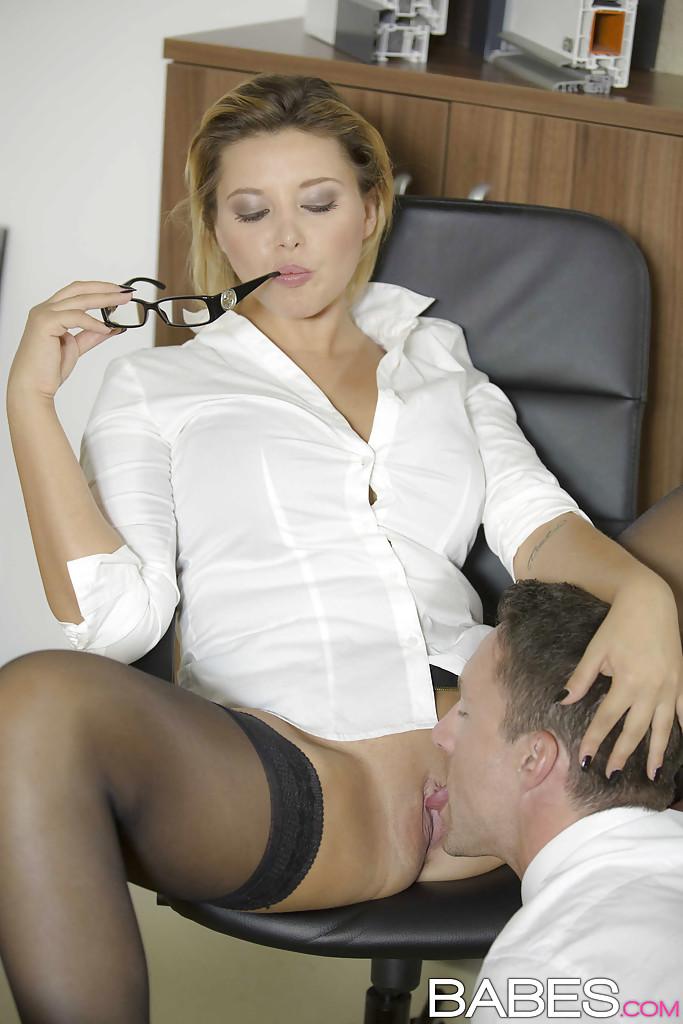 Порно Начальница Заставила Лизать Секретаршу