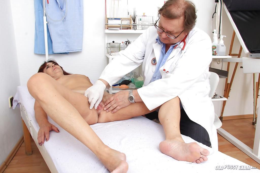 Бывалая дама на приеме у гинеколога