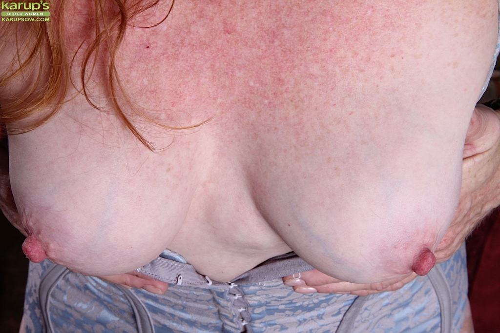 Прожженная бабуля поимела себя секс игрушкой