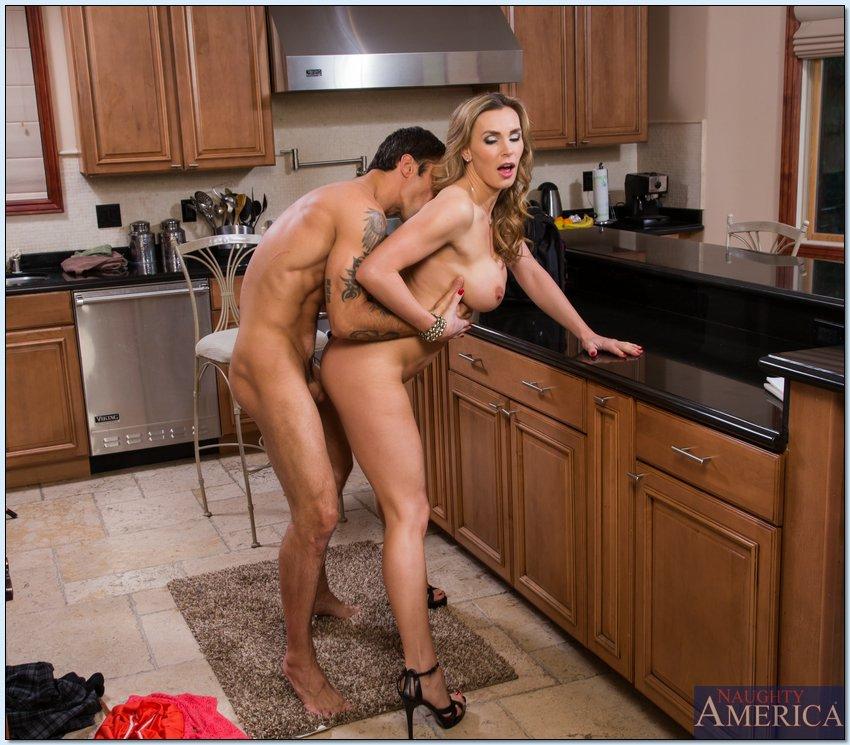 ночи надя домохозяйки секс в кухне фото работе