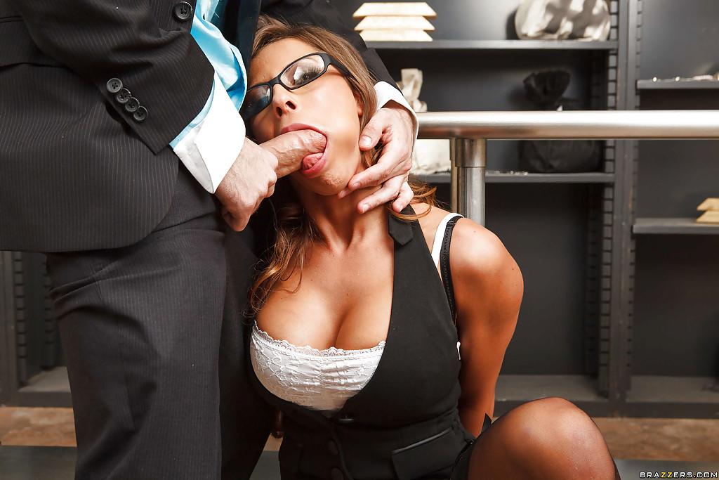 Смотреть порно онлайн уникальный ротик сотрудницы банка