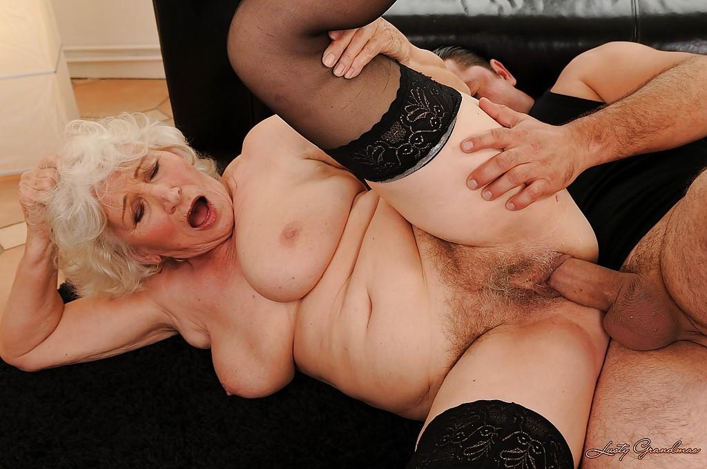 секс фото со старыми дамами ответ она подмигивает