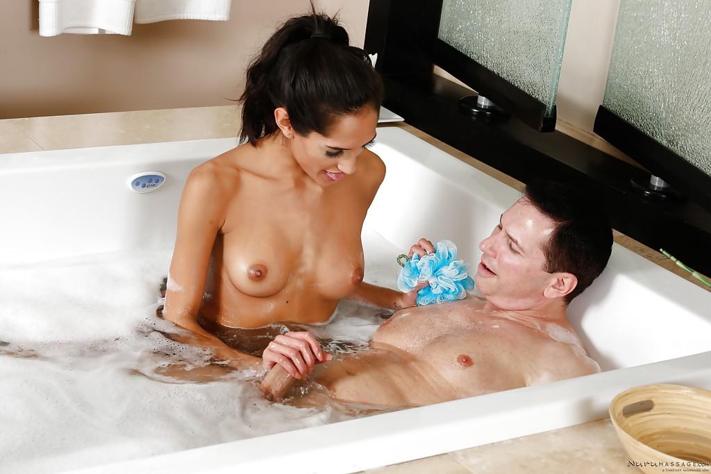 смотреть секс с милой девушкой в ванной заказал столик начал